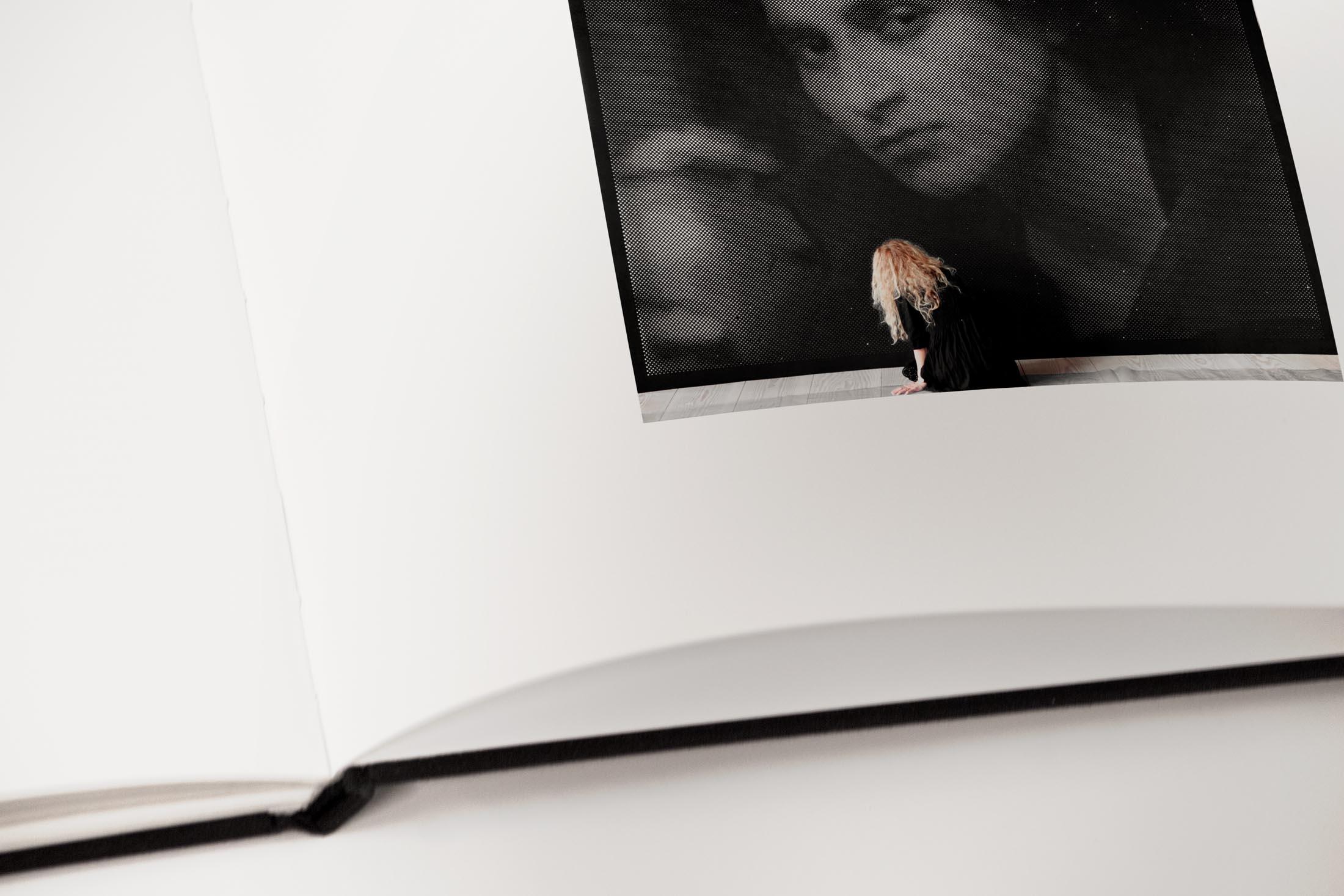 Anne-Karin Furunes - Shadows - particolare 1